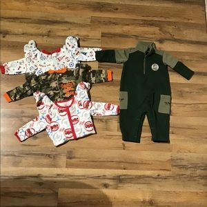 Baby boy bundle of sleepers outfits size 6-9 month